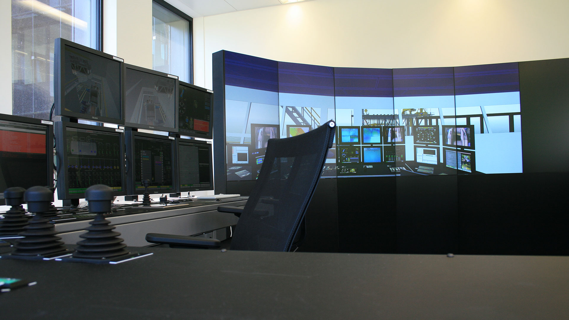 Tree-c Fall pipe vessel simulator desk